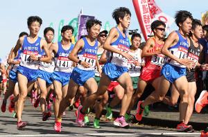 昨年の予選会で走る山梨学院の選手たち