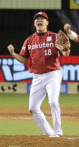 13年9月、リーグ優勝を決めガッツポーズをする楽天・田中