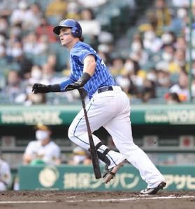 4回1死、オースティンが左越えへ同点ソロ本塁打を放つ(カメラ・岩崎 龍一)