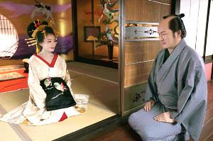 あさひ太夫を演じる奈緒と共演する中村獅童の一場面