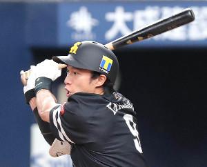 7回2死満塁、柳田は左中間へ3点二塁打を放つ