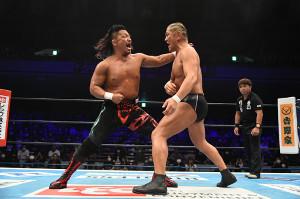 鷹木信悟(左)は鈴木みのるとのケンカマッチを制し、神宮球場大会のリベンジを果たした(新日本プロレス提供)