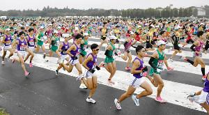 箱根駅伝出場を目指し、予選会を走る各校の選手たち(代表撮影)