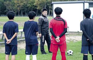 道大会に向けて選手を鼓舞する山本監督