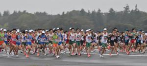 箱根駅伝出場を目指し、予選会で走る各校の選手たち(代表撮影)