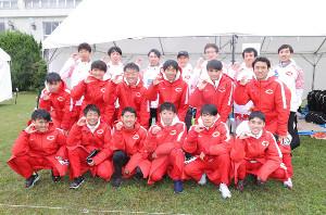 予選会2位で本選出場を決め、喜ぶ中大の選手たち(カメラ・相川 和寛)