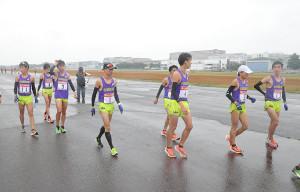 予選会12位で本選出場を逃した中央学院大の選手たち(カメラ・相川 和寛)