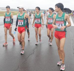 予選会13位で本選出場を逃した麗沢大の選手たち(カメラ・相川 和寛)2020年10月17日