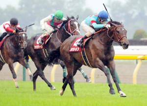 力強く抜け出したサラキア(右)が3馬身差で重賞初V(カメラ・池内 雅彦)