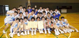 ウインターカップ出場を決めた聖和学園は笑顔で記念写真