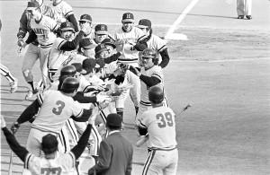 1976年日本シリーズ第7戦。3連勝の後3連敗していた阪急が、7回、森本潔の左越え逆転2ランで初の日本一に輝いた