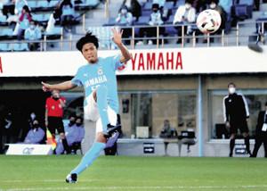 前半29分、移籍後初ゴールとなる直接FKを右足で決めた磐田MF遠藤