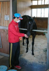 菊花賞を制したコントレイルと金羅助手