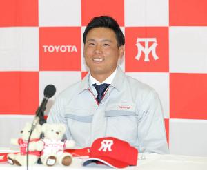 広島から1位指名を受け笑顔を見せるトヨタ自動車・栗林良吏