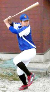 鋭いスイングで低く速い打球を放つ唐津商の坂本勇人