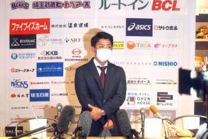 ドラフト会議が終了し、会見するBC埼玉武蔵の角監督