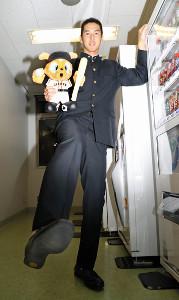 巨人ドラフト5位で指名された二松学舎大付高の秋広優人。足のサイズは32センチ(カメラ・頓所美代子)