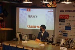 BC武蔵の山崎CEOが会見場で待機していたが、育成ドラフト全球団の選択が終了し、田沢は現れなかった