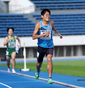 男子800メートルで力走する川内優輝
