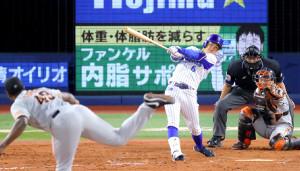 8回1死、代打・森敬斗がプロ初安打となる左越え二塁打を放つ