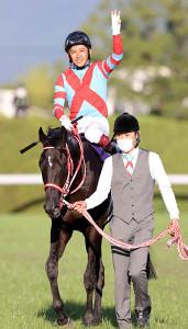 菊花賞で3冠を達成したコントレイル