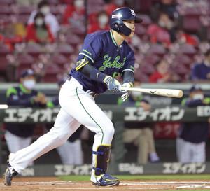 1回無死一、三塁、村上宗隆が右翼へ適時打を放つ