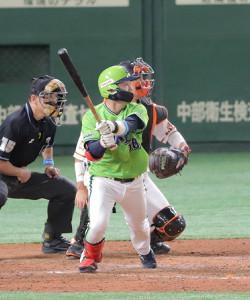 5回1死二塁、左前にプロ初安打を放った長岡秀樹