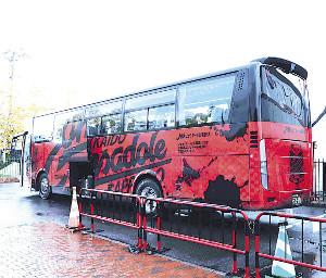 G大阪戦に向けて宮の沢で待機するJ1札幌のチームバス