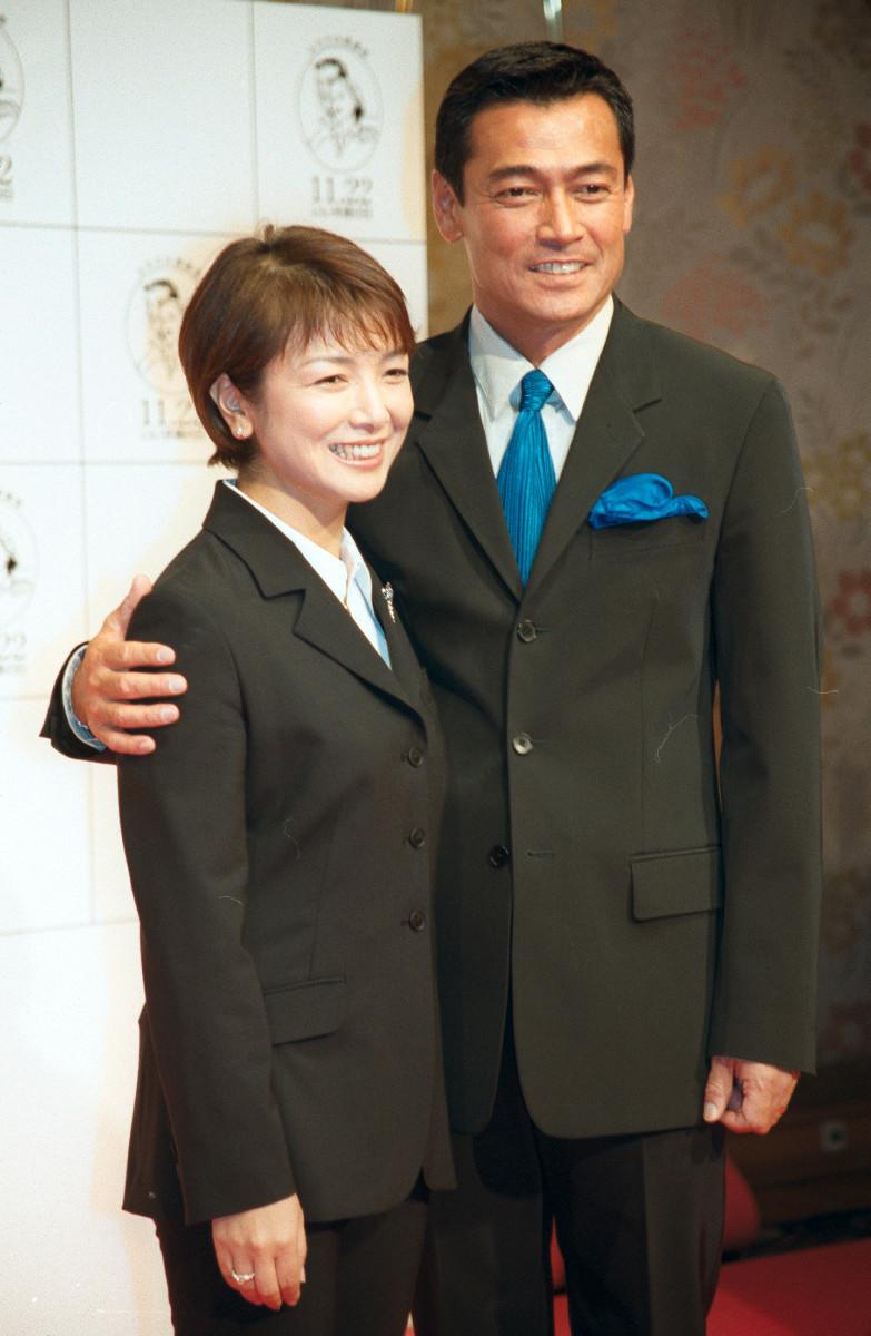 原日出子と渡辺裕之(2001年11月8日撮影)