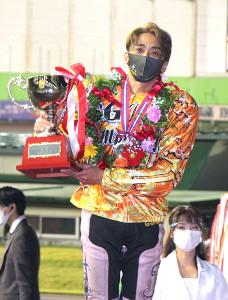 オートレースの第52回日本選手権で初優勝した森且行