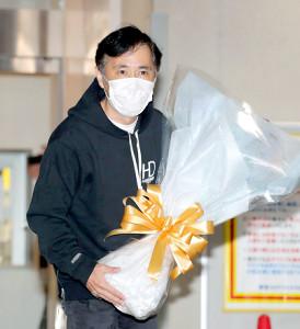 10月22日の「ナインティナインのオールナイトニッポン」の放送終了後、報道陣の結婚への質問に答えた岡村隆史