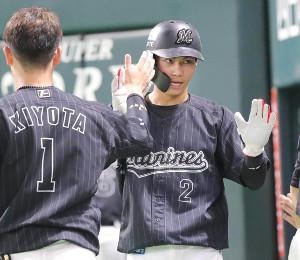 初回は四球で出塁し、安田の2点二塁打で生還した藤原恭大