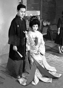 帝国ホテルで結婚式を挙げた坂田藤十郎さん(当時は中村扇雀)と扇千景(1958年)