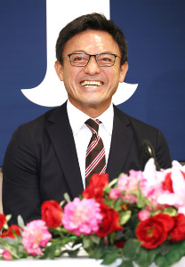 ヘッドコーチ就任会見に臨んだ広島・河田雄祐氏