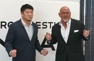 谷口周平(左)と武藤敬司