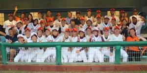 1週間のキャンプで、嬉野市民らと触れあった女子野球オランダ代表(2014年8月、嬉野市提供)