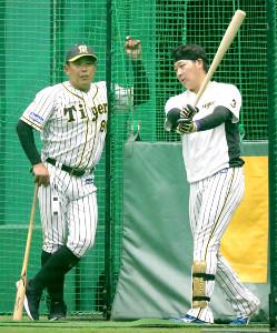 大山悠輔(右)を始動する北川博敏コーチ
