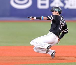 8回無死一塁、盗塁を決める周東佑京