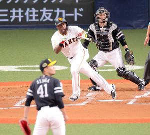 3回無死、左前安打を放つウィーラー(投手・千賀滉大、捕手・甲斐拓也)(カメラ・竜田 卓)