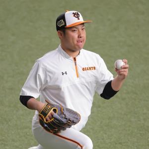 試合前、キャッチボールで調整する今村信貴(カメラ・竜田 卓)