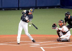 1回1死一塁、柳田悠岐が中越え適時二塁打