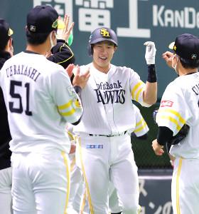 第4戦の初回1死二塁、逆転2ランを放った柳田(カメラ・石田 順平)