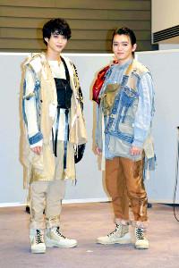 舞台「オレステスとピュラデス」の初日を控え、意気込みを語った鈴木仁(左)と濱田龍臣