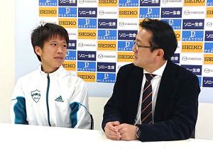 今年2月の別大マラソン後の会見で同席した吉田祐也(左)と瀬古利彦リーダー