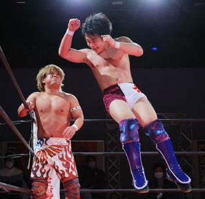 デビュー戦でTAMURAに渾身のジャンピングエルボーをたたき込む今井礼夢