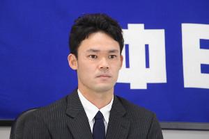 2度目の契約更改交渉を終え、ナゴヤ球場で会見する福谷浩司投手(カメラ・長尾 隆広)