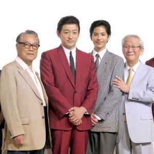 NHKドラマの会見に出席した小松政夫さん(右端)と伊東四朗(左端、左から2人目は山本耕史、同3人目は志尊淳)