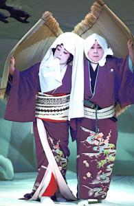 舞台で共演した浅香光代さん(右)と野村沙知代さん。翌99年にバトルが勃発