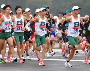 10月の予選会で走る選手