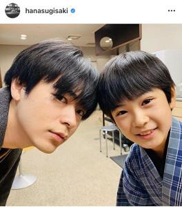 成田凌(左)と中須翔真=杉咲花のインスタグラム(@hanasugisaki)より=